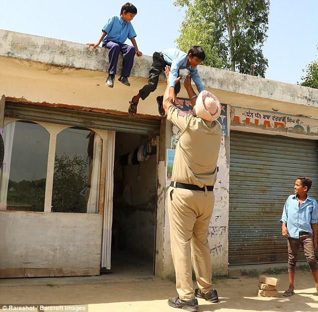 Jagdeep Singh Policeman In Hindi