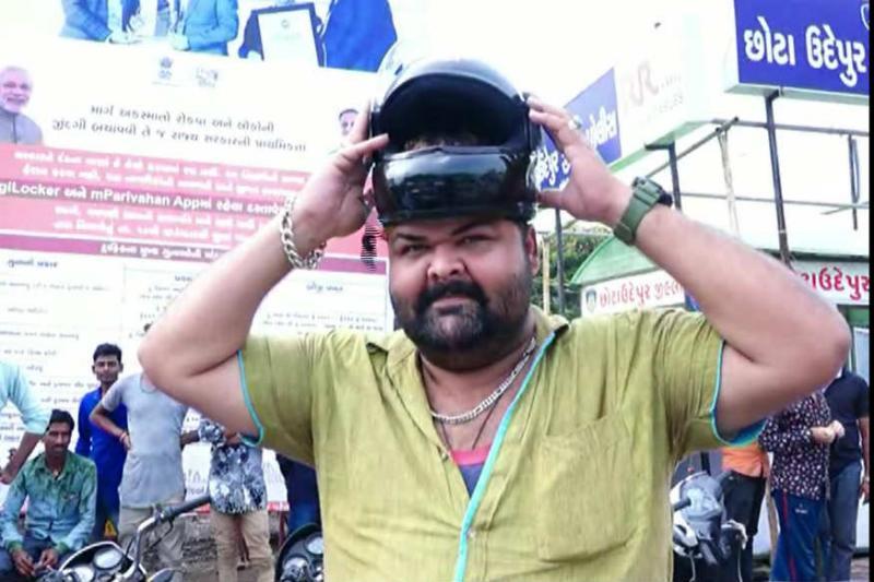 Big Head Zakir Memon Put not Helmet