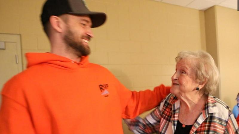 Justin Timberlake made a surprise hospital visit to one of the survivors of the deadly Santa Fe High School shooting.