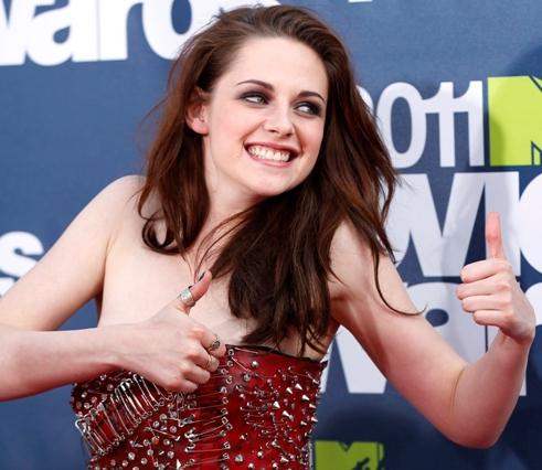 Kristina Sturwart's embarrass moment at MTV Awards Night