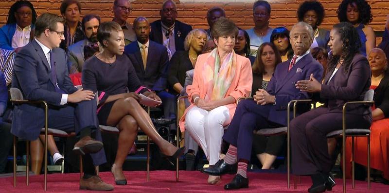 Meet Valerie Jarret, the women who faced Roseanne Barr's Racist Tweets.