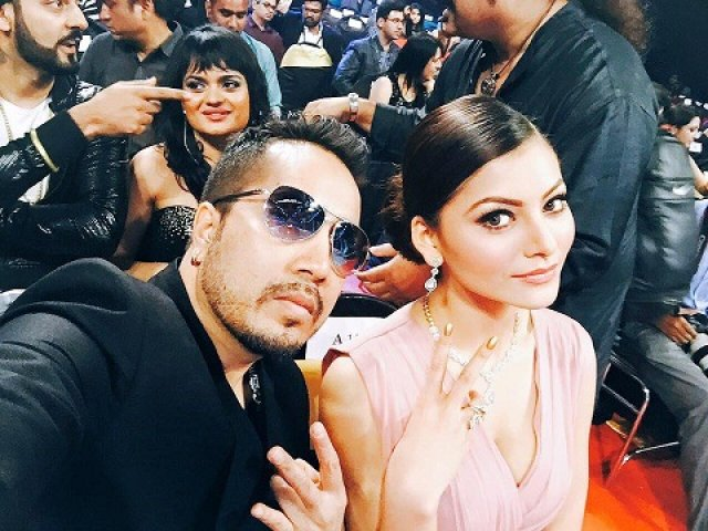 Mika Singh is ready to tie Knot with Urvashi Rautela; the Famous Actress From Hate Story is 17 years younger to him.
